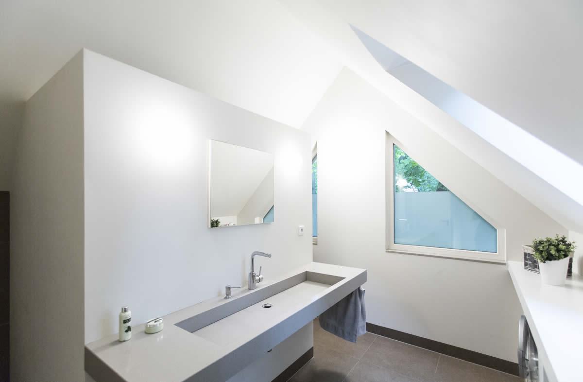 badkamer onder het schuine dak