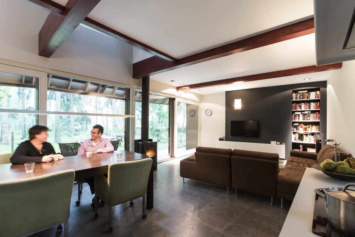 keuken, eethoek en woonkamer in een ruimte