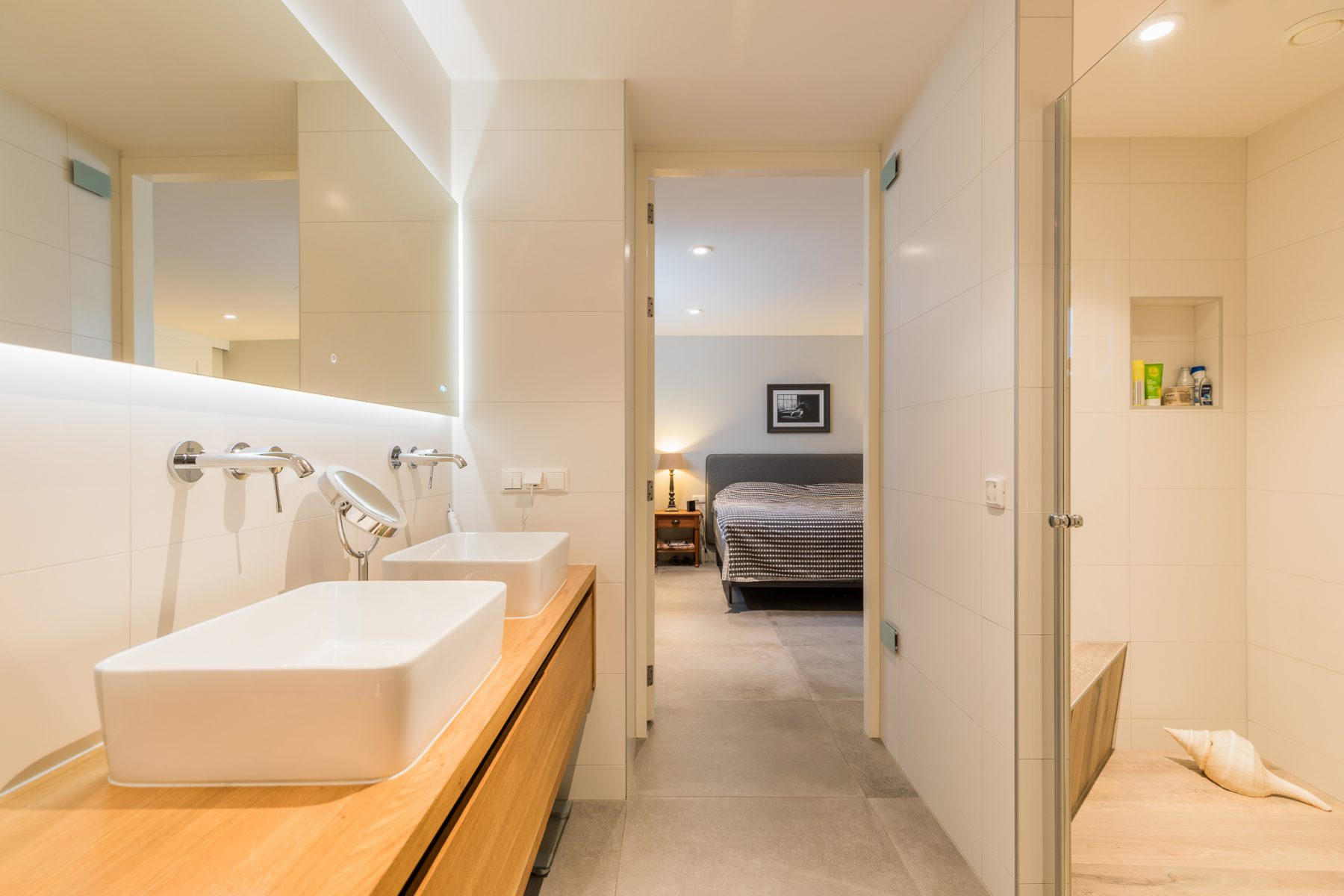Badkamer en slaapkamer in het souterrain