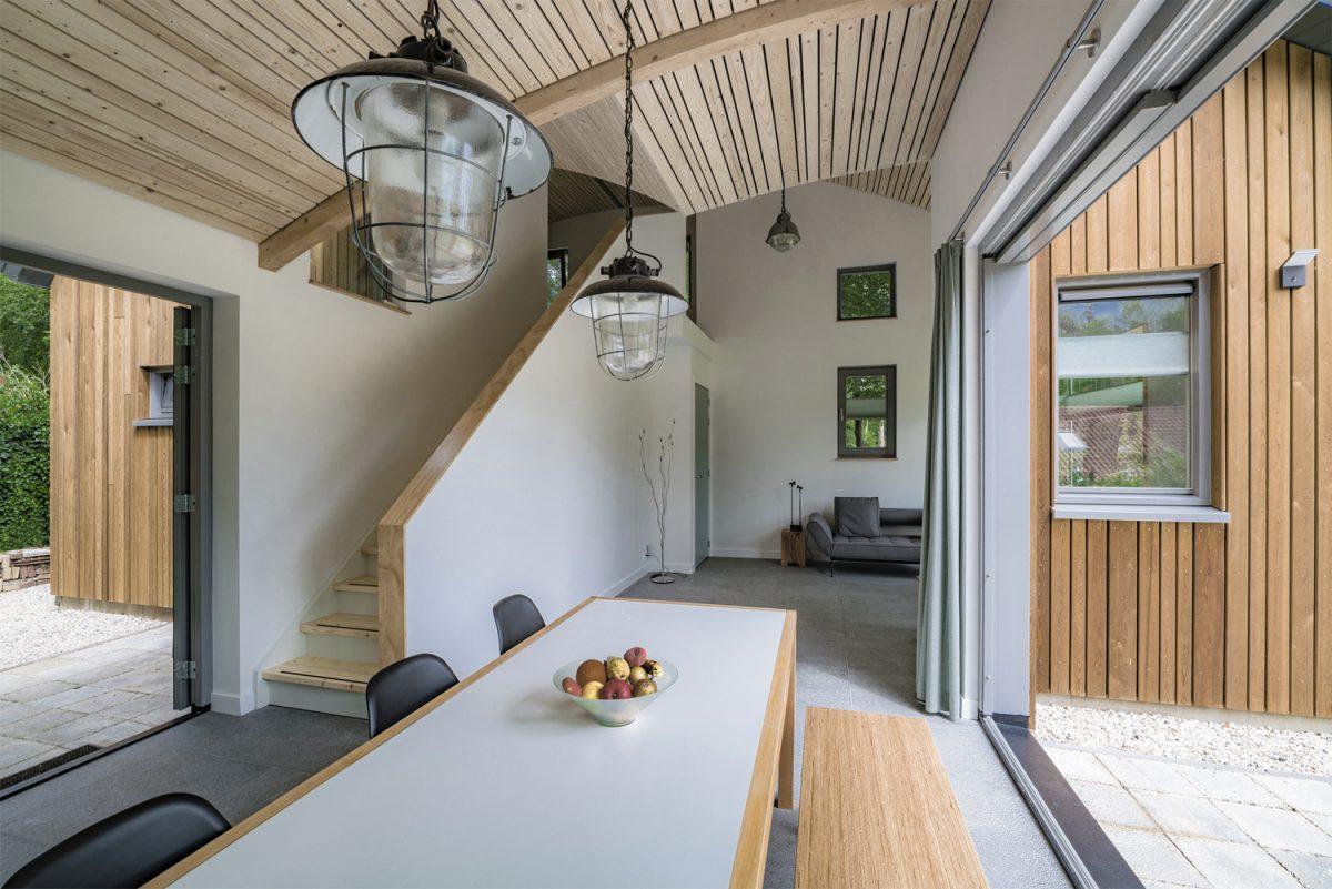 De compacte woning heeft een fijne verbinding met buiten
