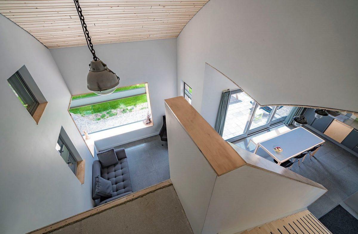 Bovenaanzicht van de L-vormige woonruimte